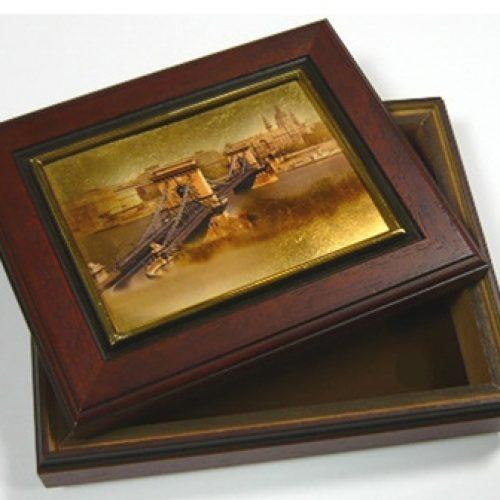 Fadoboz Lánchíd aranyozott képpel